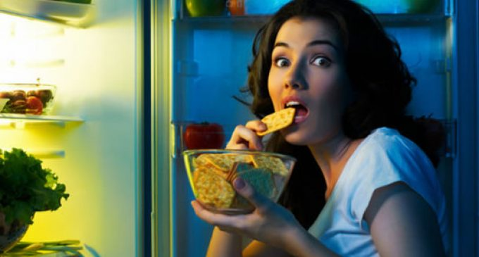 Study unlocks trigger for late-night snack cravings