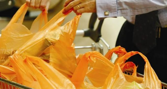 Italy angered as UK blocks ban on plastic bags