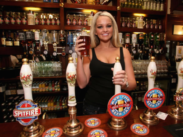 """British Brewers and Pubs Toast """"Hat-trick Hero"""" Chancellor"""
